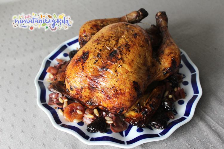 Pularda rellena cocinada en el horno